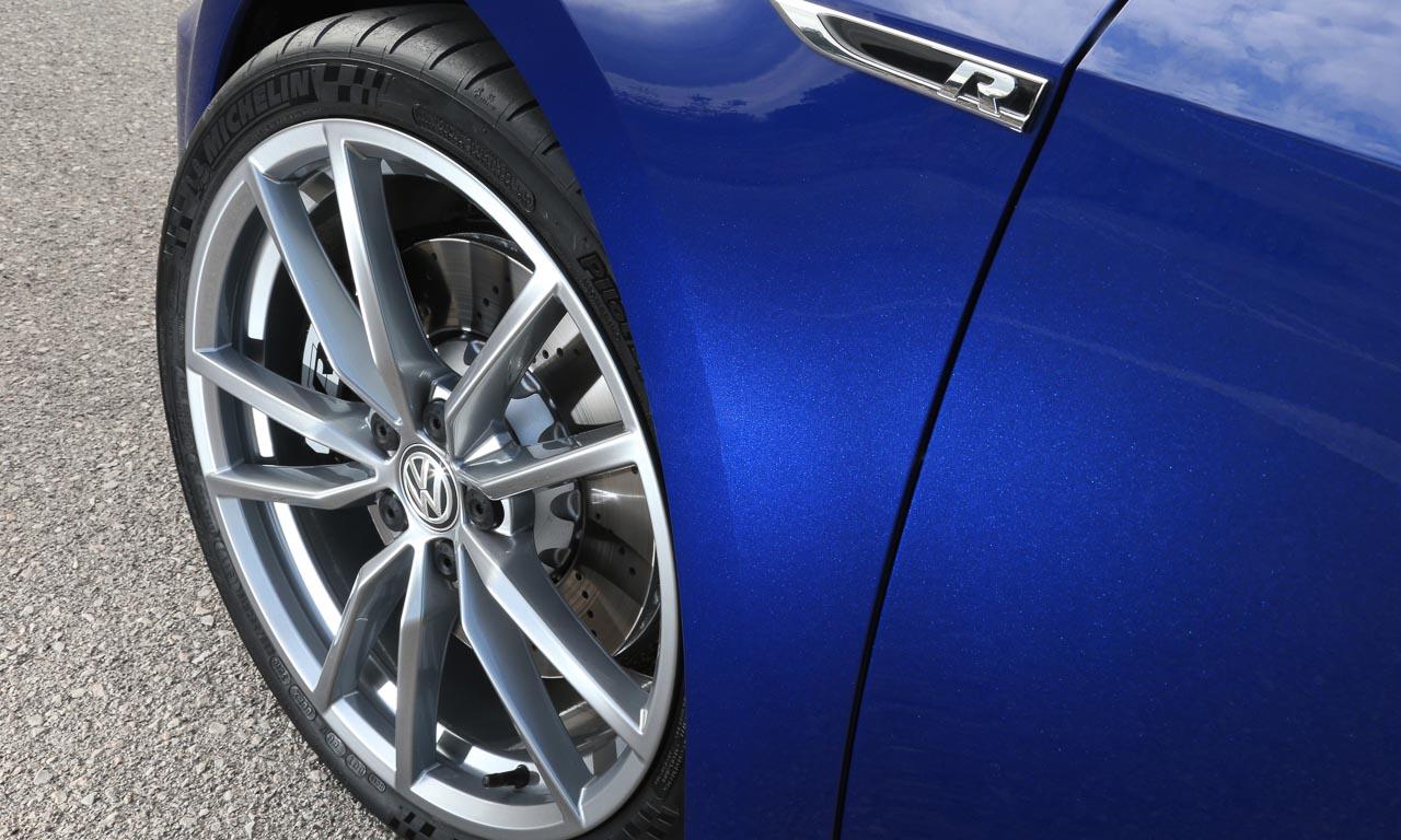 Volkswagen VW Golf R Performance 16 - Gottvater der Kompakten: Neuer VW Golf R meistert Spagat und Handstand - erste Fahrt
