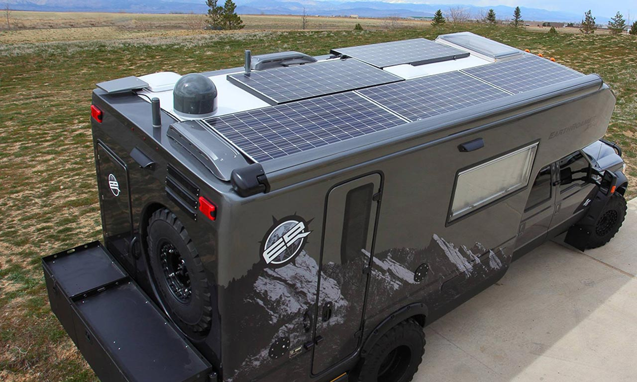 Der Earth Roamer XV-LTS ist ausgestattet mit Solar-Panelen, die die komplette Bordversorgung stellen.