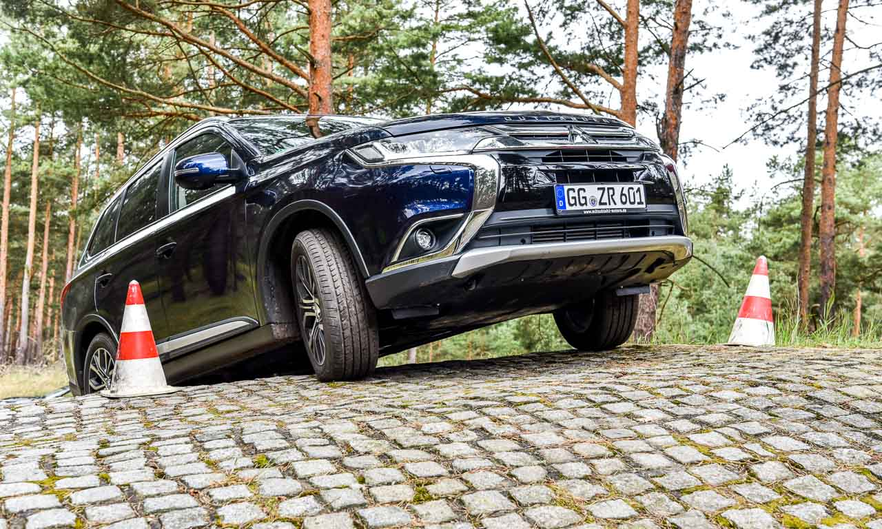 Mitsubishi Outlander PHEV Offroad Test 8 - Offroad auf elektrisch: Mit dem Mitsubishi Outlander PHEV über Stock und Stein