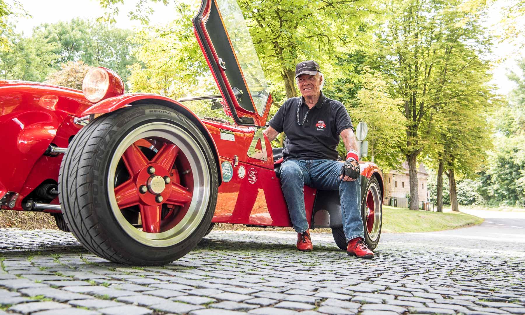 Stolzer Besitzer des Rush Super Seven ist Freund und Leser unserer Redaktion, Walter Buhl. Unzählige Male und Kilometer nach Sardinien und zurück absolvierte er mit seiner roten Zigarre. Eine beachtliche Leistung angesichts seines kürzlichen Verlassens seines Mitzwanziger-Status.