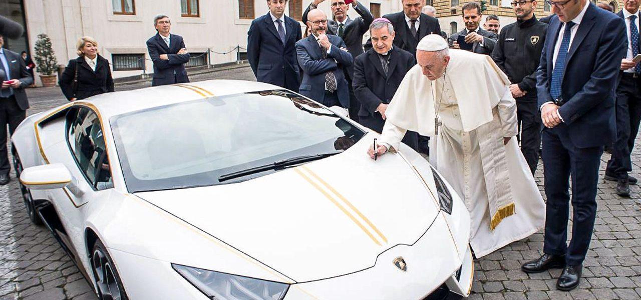 Der optisch perfekt zu Papst Franziskus passende Lamborghini Huracán wird versteigert