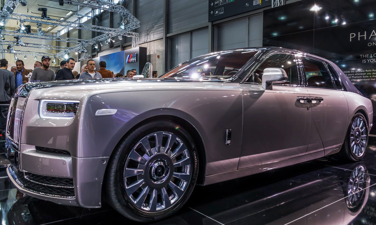 Vienna Auto Show 2018 Rundgang mit Donjeta Salihi AUTOmativ.de Benjamin Brodbeck Rolls Royce Phantom Alfa Romeo Stelvio Quadrifoglio 12 - Sitzprobe im neuen Rolls-Royce Phantom - oder doch in einer Luxusyacht?