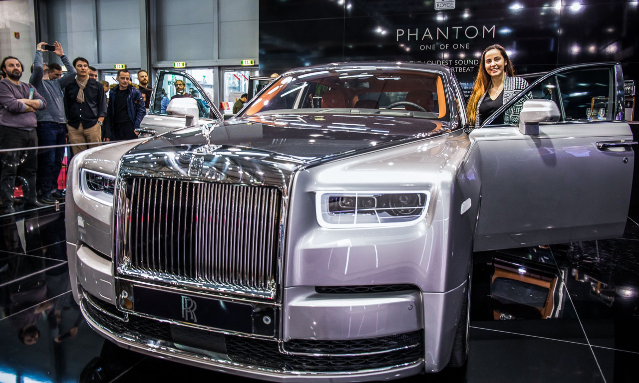 Vienna Auto Show 2018 Rundgang mit Donjeta Salihi AUTOmativ.de Benjamin Brodbeck Rolls Royce Phantom Alfa Romeo Stelvio Quadrifoglio 21 - Sitzprobe im neuen Rolls-Royce Phantom - oder doch in einer Luxusyacht?