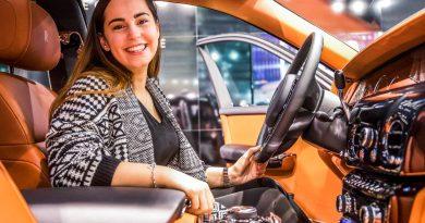 Vienna Auto Show 2018 Rundgang mit Donjeta Salihi AUTOmativ.de Benjamin Brodbeck Rolls Royce Phantom Alfa Romeo Stelvio Quadrifoglio 22 390x205 - Sitzprobe im neuen Rolls-Royce Phantom - oder doch in einer Luxusyacht?