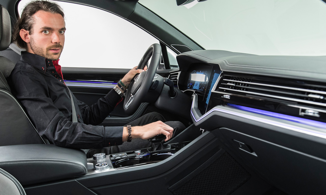 2YT VW Volkswagen Touareg 2018 Neu R Line V8 Diesel V6 Diesel V6 Benziner im Test Review Statisch Weltpremiere Peking AUTOmativ.de Benjamin Brodbeck 2 - Neuer VW Touareg (2018) kommt mit Mega-Display: Erste Sitzprobe