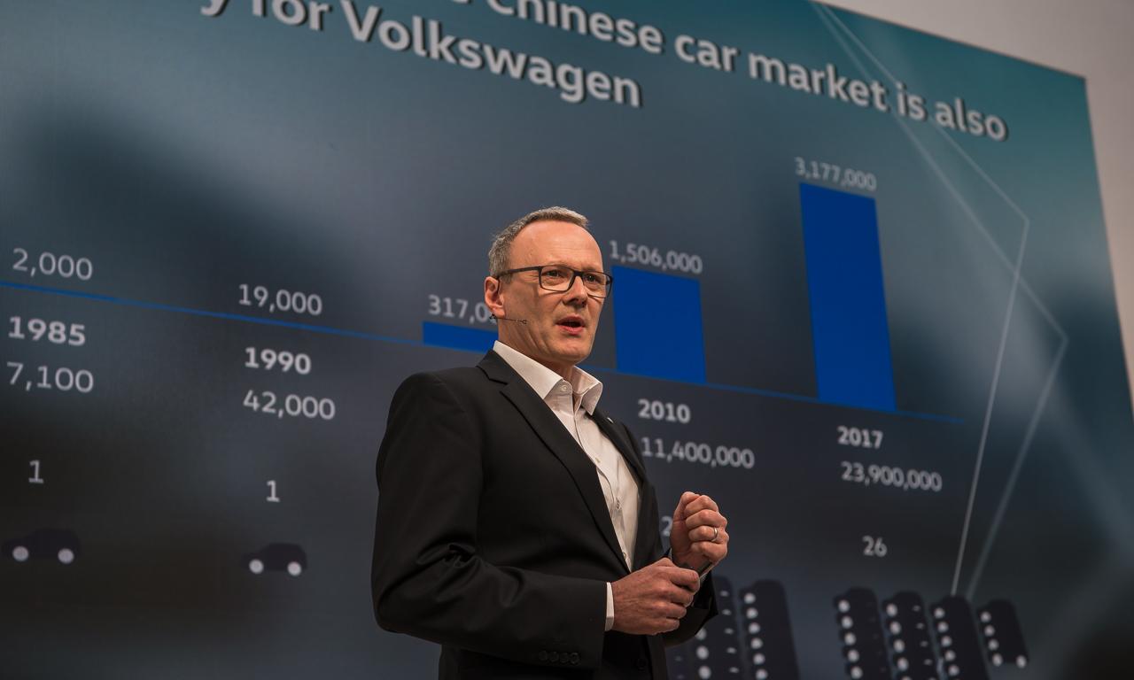 VW Volkswagen Touareg Premiere Peking 2018 SUV T Roc Langer Radstand Ateca SUV Offensive China AUTOmativ.de Benjamin Brodbeck 5 - Klare Ansage für China: Volkswagen bringt 12 neue SUV bis 2020