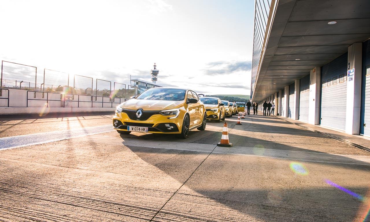 1Renault Megane RS Fahrbericht und Test Megane AUTOmativ.de Benjamin Brodbeck Launch Control Racetrack YOUTUBECOVER 56 - Fahrbericht Renault Mégane R.S. (2018) Cup: Ungezähmt und unzensiert