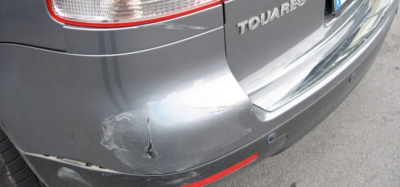 Schaden am Auto: Versicherung beanspruchen oder selbst zahlen?