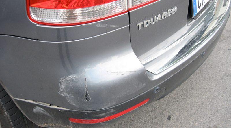Schaden am Auto 800x445 - Schaden am Auto: Versicherung beanspruchen oder selbst zahlen?