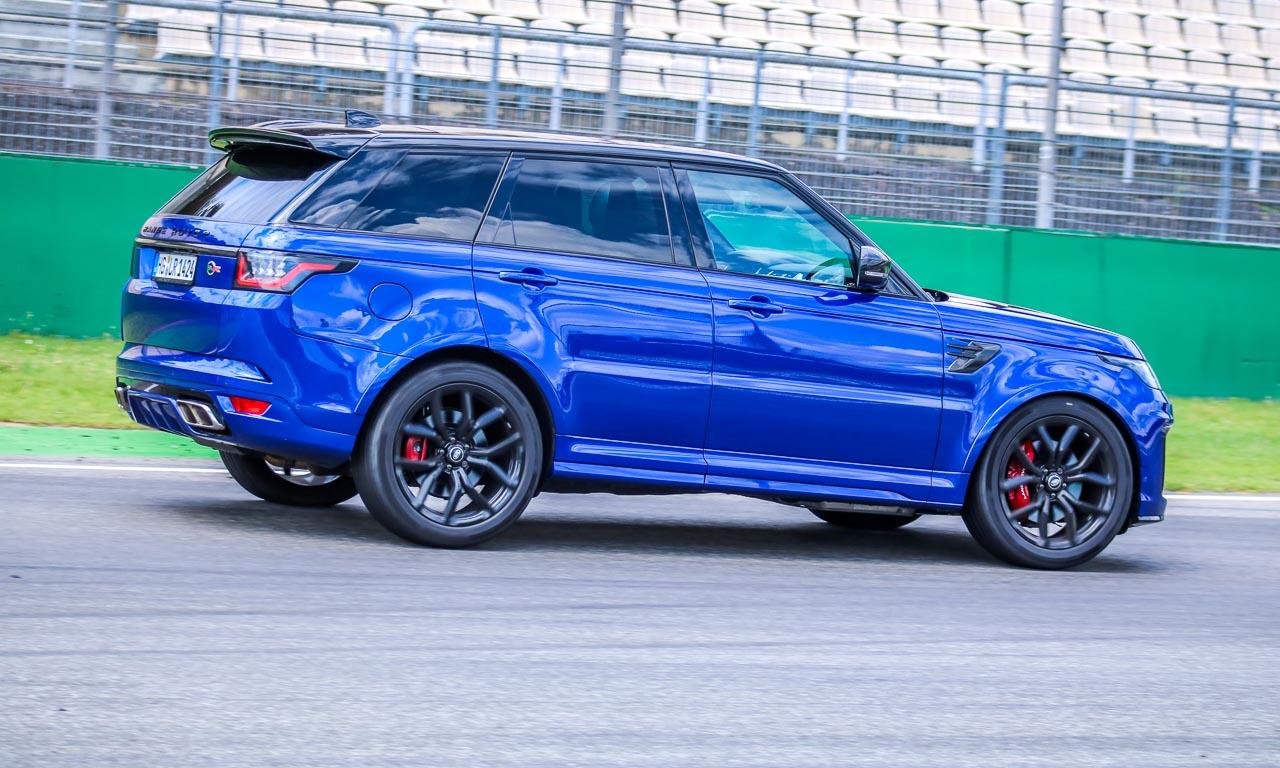 Der Range Rover Sport SVR ist mit 575 PS der stärkste Land Rover aller Zeiten und ein wahres Monster. Nur in den Kurven ist seine Fahrdynamik - im Vergleich zu den Sportwagen - natürlich eingeschränkt. Unglaublich beeindruckend.