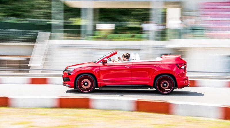 Skoda Karoq Cabriolet Cabrio heisst Skoda Sunroq Azubicar 2018 Fahrbericht Test Review Benjamin Brodbeck AUTOmativ.de 2 800x445 - Skoda Karoq Cabriolet alias Skoda Sunroq im ersten Fahreindruck!