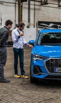 Extrem feine und filigrane Linien wurden in das Karosseriekleid des neuen Audi Q3 geprägt, um die Oberflächenspannung zu erhöhen. Die Lackarbeiten sowie Präzision der einzelnen Elemente ist phänomenal.