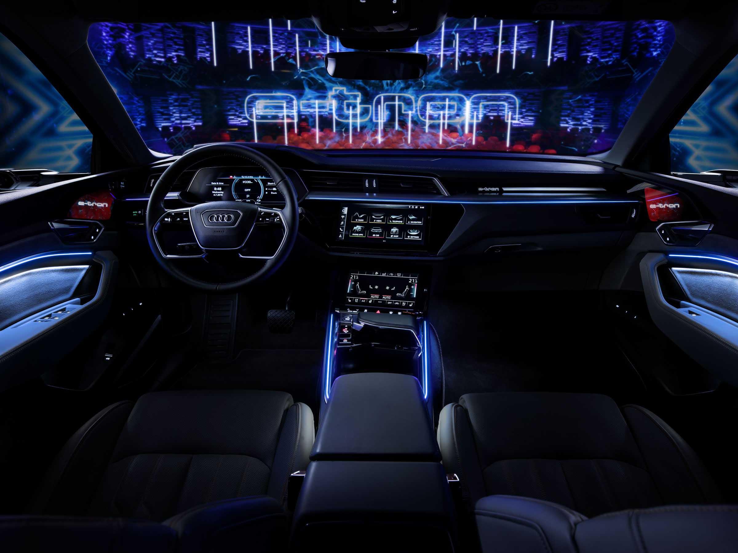 A187611 overfull - Erstes Audi Elektroauto: Audi e-tron feiert sonnige Supersause in Kopenhagen