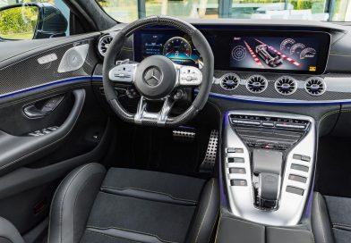 Das Cockpit des Mercedes-AMG GT 4-Türer sieht aus wie eine billige Spielekonsole