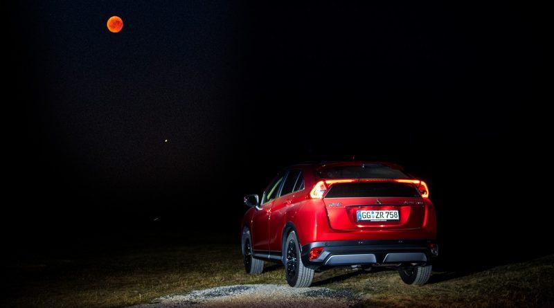 Mitsubishi Eclipse Cross Mondfinsternis Blutmond Deutschland Frankfurt AUTOmativ.de Benjamin Brodbeck TITEL 800x445 - Die Eclipse mit dem Mitsubishi Eclipse Cross betrachten - und ganz vielen Aliens!