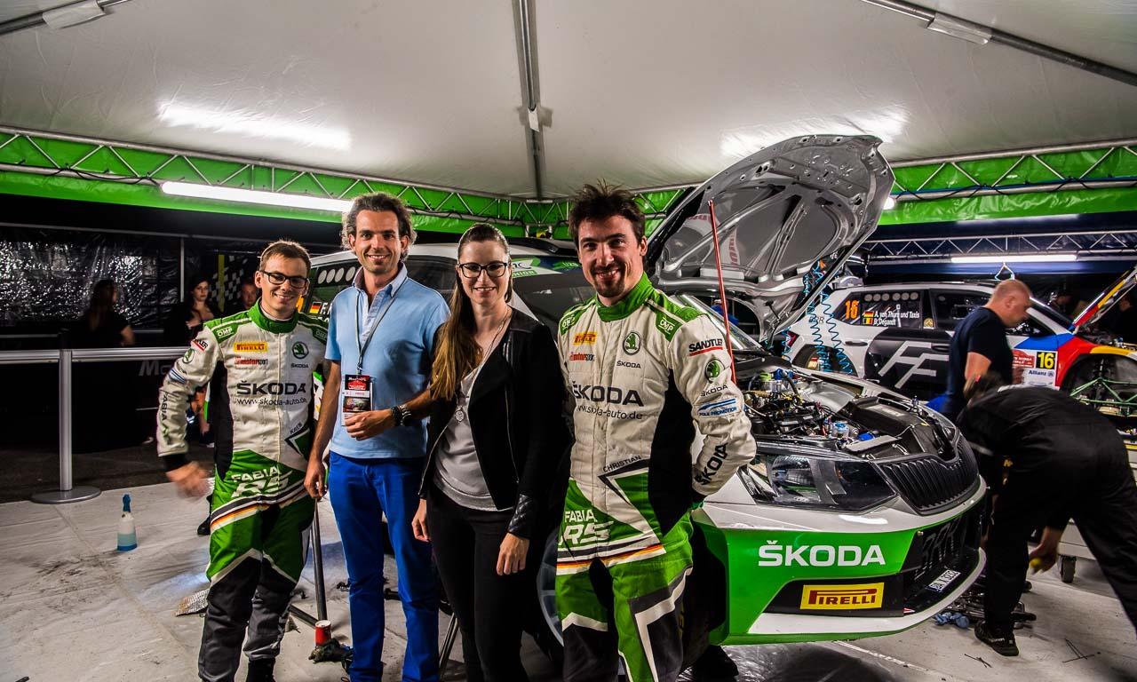 Ich war - zusammen mit Rennfahrerin Laura Luft - zu Besuch beim nächtlichen Service des offiziellen Skoda Deutschland Rallyeteams mit Fabian Kreim und seinem Beifahrer Frank