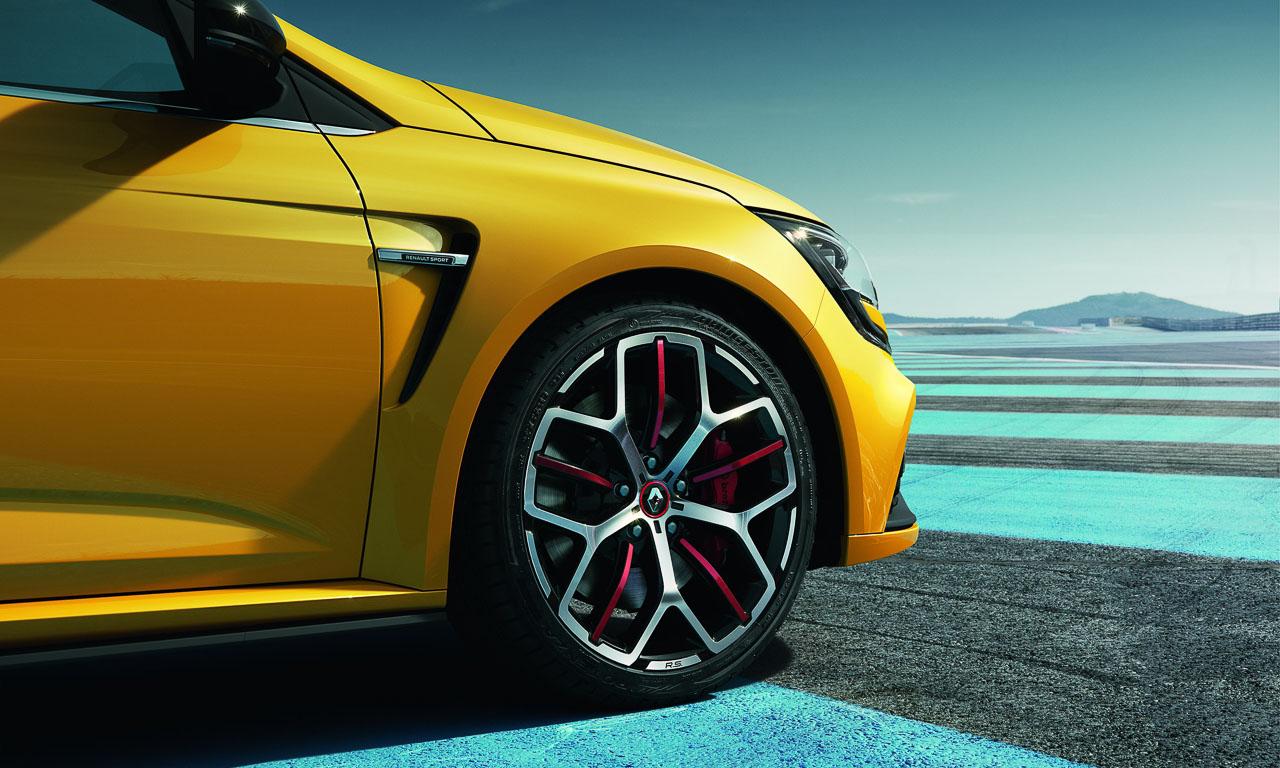 Erkennungsmerkmal des Renault Mégane R.S. Trophy ist der rote Stern in der 19 Zoll großen Felge.