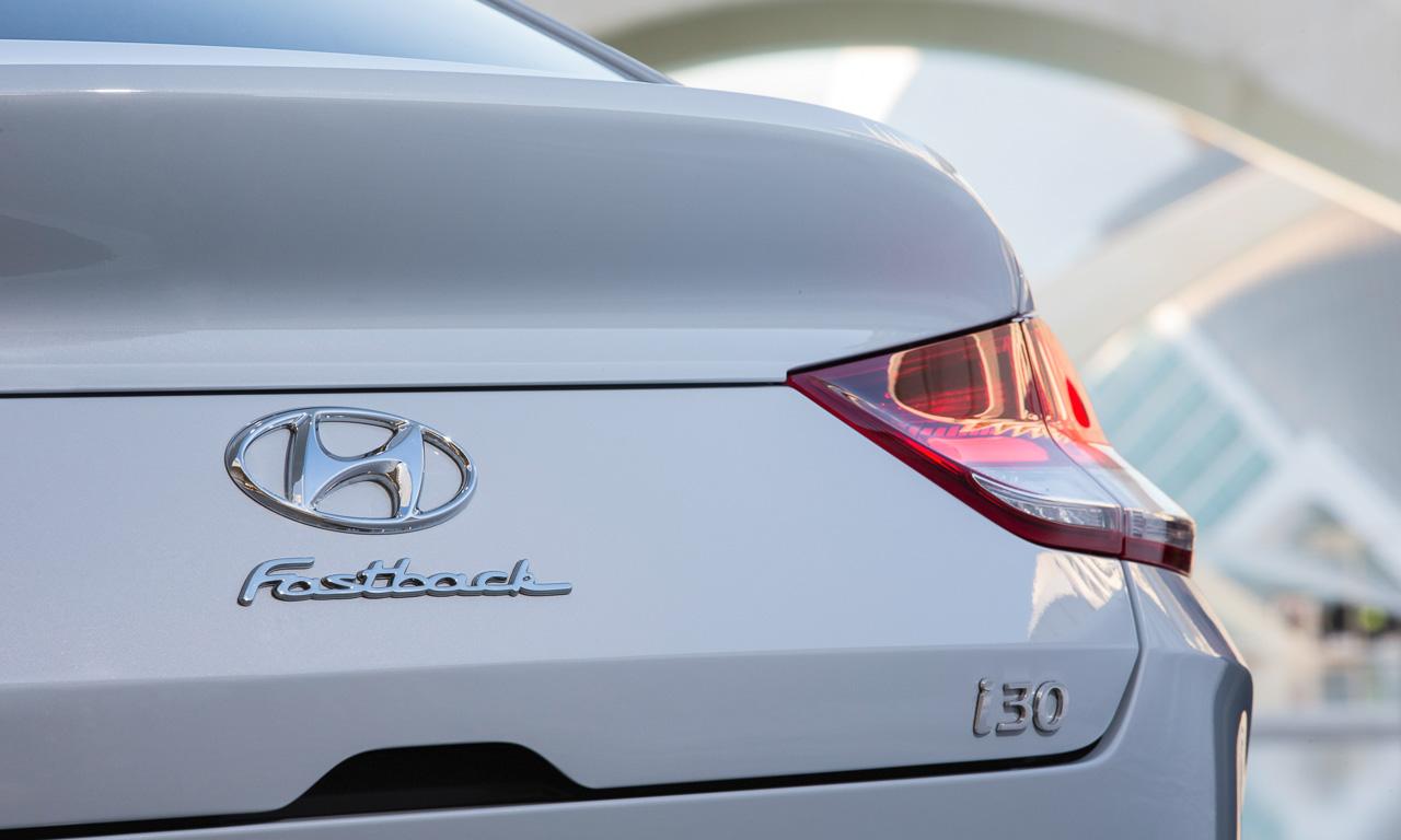 Hyundai i30 2019 aufgefrischt - Aufgefrischt: Hyundai i30 mit Fastback-Gesicht zum selben Preis!