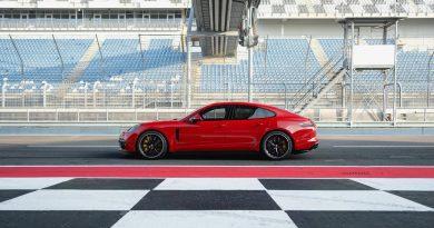 Porsche Panamera GTS 2018 AUTOmativ.de 2 390x205 - Neuer Porsche Panamera GTS als Sport Turismo und Limousine