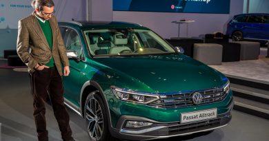 Neuer Volkswagen VW Passat B8 Facelift als Passat R Line Passat GTE und Passat Alltrack erste Sitzprobe des Mittelklasse Kombis AUTOmativ.de Benjamin Brodbeck 5 390x205 - Neuer VW Passat R-Line, GTE, Alltrack (2019): Erste Sitzprobe in den Passat B8 Facelift Derivaten