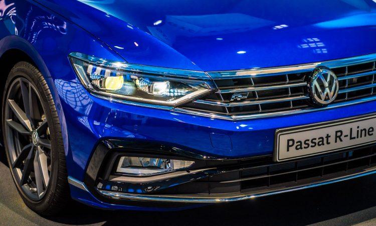 Neuer Volkswagen VW Passat B8 Facelift als Passat R Line Passat GTE und Passat Alltrack erste Sitzprobe des Mittelklasse Kombis AUTOmativ.de Benjamin Brodbeck 9 750x450 - Neuer VW Passat R-Line, GTE, Alltrack (2019): Erste Sitzprobe in den Passat B8 Facelift Derivaten