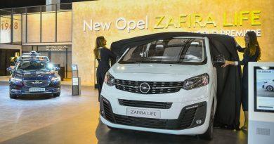 Opel Zafira Life AUTOmativ.de Ilona Farsky 11 390x205 - Neuer Opel Zafira Life: der neue VW-Bus Konkurrent