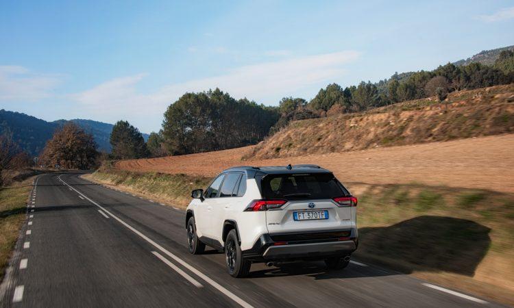 Toyota RAV 4 Hybrid AUTOmativ.de 12 750x450 - Der neue Toyota RAV4 Hybrid startet bei 32.990 Euro