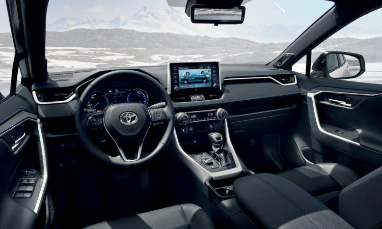 Toyota RAV 4 Hybrid AUTOmativ.de 2 750x450 - Der neue Toyota RAV4 Hybrid startet bei 32.990 Euro