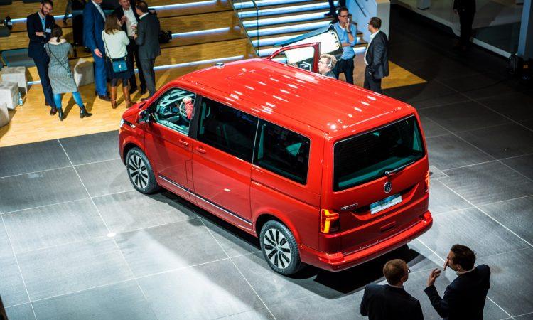 Volkswagen VW T6.1 Bulli T6 Facelift erste Sitzprobe und Review Walkaround Hat sich so viel geaendert 11 750x450 - Sitzprobe im neuen VW T6.1 Bulli Facelift: MIB3-System und mehr Assistenz!
