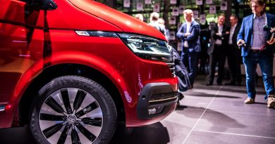 Volkswagen VW T6.1 Bulli T6 Facelift erste Sitzprobe und Review Walkaround Hat sich so viel geaendert 3 390x205 - Sitzprobe im neuen VW T6.1 Bulli Facelift: MIB3-System und mehr Assistenz!