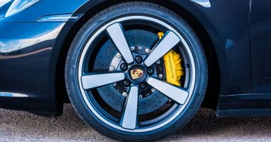 Porsche 911 Carrera 4S 992 Jet Black Metallic im Test und Fahrbericht Porsche 992 Test AUTOmativ.de Benjamin Brodbeck 80 390x205 - Ratgeber: Bremsbeläge und Bremsscheiben erneuern? Was Sie beim Kauf im Internet beachten sollten!