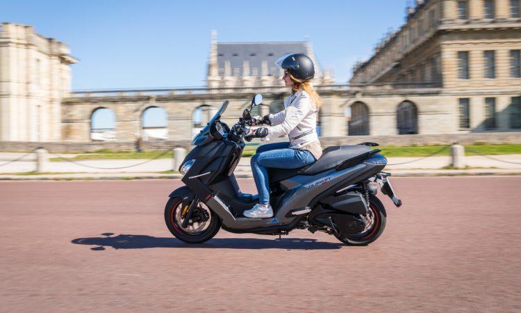 Der neue Peugeot Pulsion Roller Motorrad im Test AUTOmativ.de Ilona Farsky 28 750x450 - Test neuer Peugeot Pulsion: Die Crème de la Crème unter den Rollern