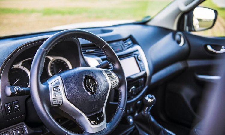 Renault Alaskan dCi 180 Pick Up Lastenesel im Test und Fahrbericht AUTOmativ.de Benjamin Brodbeck Nissan Navara Mercedes X Klasse 3 750x450 - Fahrbericht Renault Alaskan dCi 190 Intense: König der Baustelle
