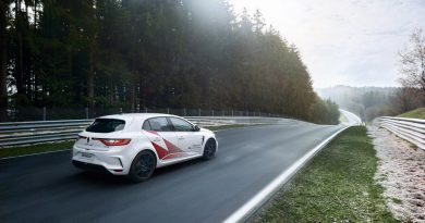 Renault Megane R.S. TROPHY R Nordschleife Rekordfahrt Rekord AUTOmativ.de 3 390x205 - Car Wrapping: Warum Autofahrer immer öfter zur Folie greifen