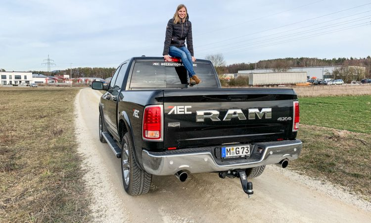 Dodge Ram 1500 5.7L HEMI 400 PS V8 Laramie Classic im kurzen Test AUTOmativ.de Motoreport.de Matthias Luft Benjamin Brodbeck 8 750x450 - Pick-Up Spezial mit VW Amarok, Toyota Hilux und Co: Unsere Top 5  Gelände-Pritschen!