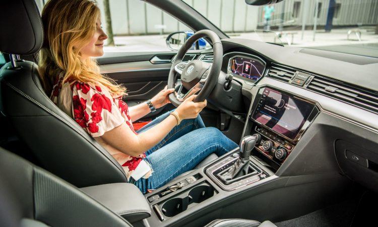 Volkswagen VW Passat R Line GTE Passat Alltrack 2020 im Test und Fahrbericht AUTOmativ.de Benjamin Brodbeck Ilona Farsky 71 750x450 - VW Passat R-Line 2.0 TSI (FL) im Fahrbericht: Schick - und vollgepackt mit Technik