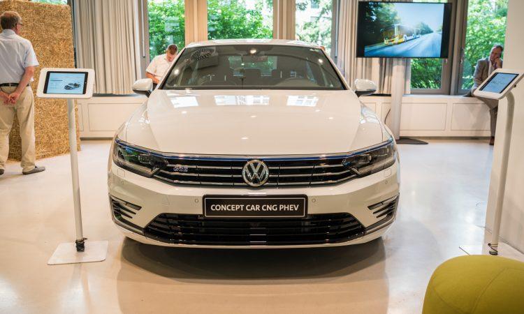 CNG Days VW Golf TGI Test und Fahrbericht Passat CNG Hybrid 10 750x450 - Neuer VW Golf TGI (CNG) im Test: Mit vier Strohballen 11.400 Kilometer weit - CO2-neutral!
