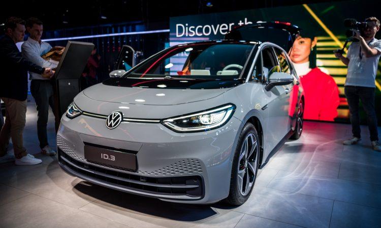 IAA 2019 ID Taycan 27 750x450 - Neuer ID.3 (2020): Erste Sitzprobe im vollelektrischen MEB-Volkswagen!
