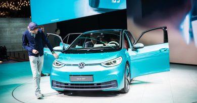 Volkswagen VW ID.3 IAA 2019 Review Sitzprobe Benjamin Brodbeck AUTOmativ.de 22 390x205 - Neuer ID.3 (2020): Erste Sitzprobe im vollelektrischen MEB-Volkswagen!