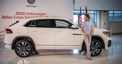 Erste Sitzprobe im VW Atlas Cross Sport: US-SUV-Coupé im dynamischen Look!