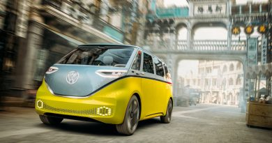 ID.Buzz in Shanghai 390x205 - Volkswagen Elektro-Bus ID.Buzz fährt durch chinesisches Hollywood!
