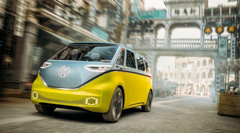 ID.Buzz in Shanghai 800x445 - Volkswagen Elektro-Bus ID.Buzz fährt durch chinesisches Hollywood!