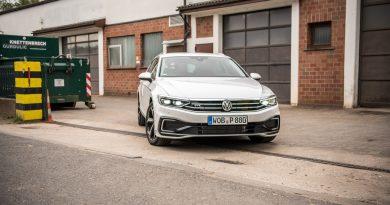 Volkswagen VW Passat R Line GTE Passat Alltrack 2020 im Test und Fahrbericht AUTOmativ.de Benjamin Brodbeck Ilona Farsky 30 390x205 - Fahrbericht VW Passat GTE Variant (2019): Elektro-Komfort-Dynamiker