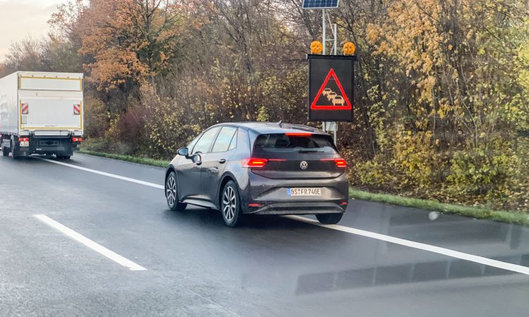 VW ID3 auf der Strasse 2 750x450 - Alle, die den neuen VW ID.3 in Schwarz bestellen, sind Langweiler!
