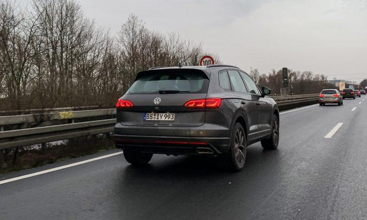 Neuer VW Touareg R 1 750x450 - Ungetarnt: Neuer VW Touareg R mit Porsche-Motor und über 450 PS!