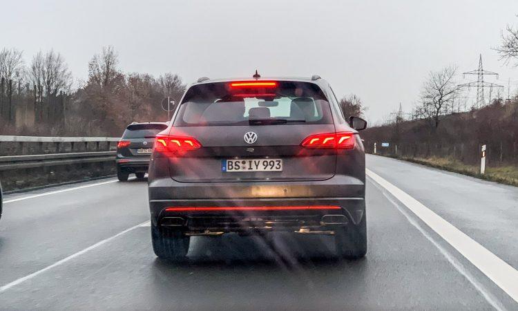 Neuer VW Touareg R 2 750x450 - Ungetarnt: Neuer VW Touareg R mit Porsche-Motor und über 450 PS!