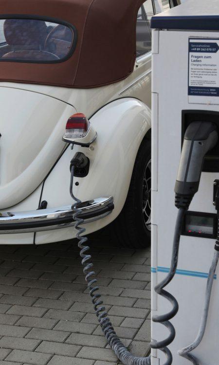 Volkswagen eKaefer Oldtimer Elektrifizierung 3 450x750 - Sinnfreiheit Deluxe: Elektrifizierung von Oldtimern - eKäfer & Co.