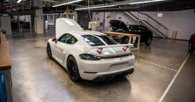 Porsche 718 Cayman GT4 mit Exclusive-CXX-Optionen im VW-Werk in Osnabrück!