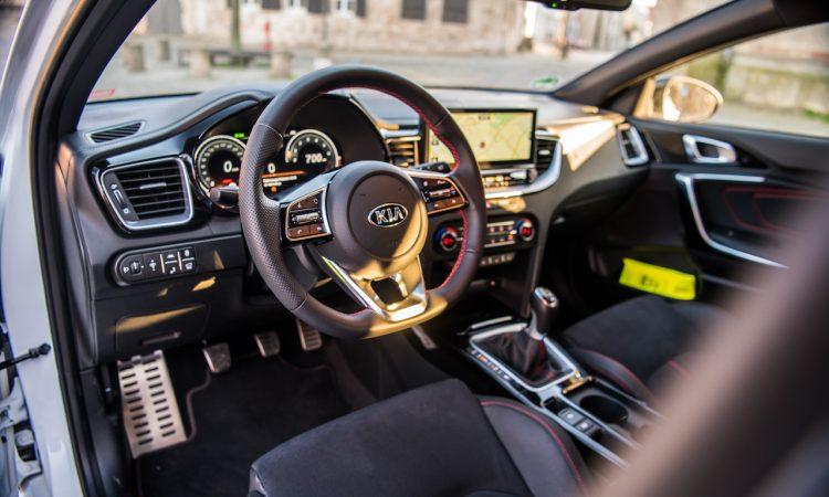 Kia Proceed GT 2020 Handschalter im Test und Fahrbericht Sound Technik Alltag AUTOmativ.de Benjamin Brodbeck 93 750x450 - Kia ProCeed GT 1.6 T-GDi als Handschalter im Fahrbericht: Mehr Spaß mit 6?