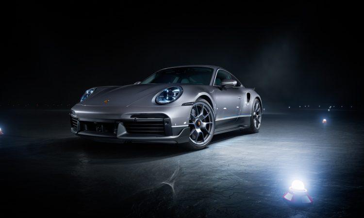 Porsche 911 exklusives Duo aus Sportwagen und Flugzeug vor besondere Edition Business Jets Embraer Phenom 300E 3 750x450 - Exklusiver Porsche 911 Turbo S bei Bestellung eines Embraer Jet
